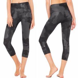 Alo Yoga Camo Print Airbrush Crop Leggings